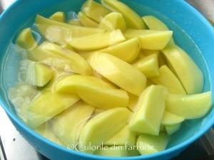 1. Cartofi se taie in sferturi.