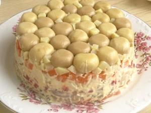 10. Salata rasturnata pe platou.