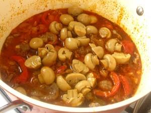 6. Se adauga ciupercile intregi sau jumatati.